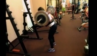F model Natasa squats - Female fitness motivation